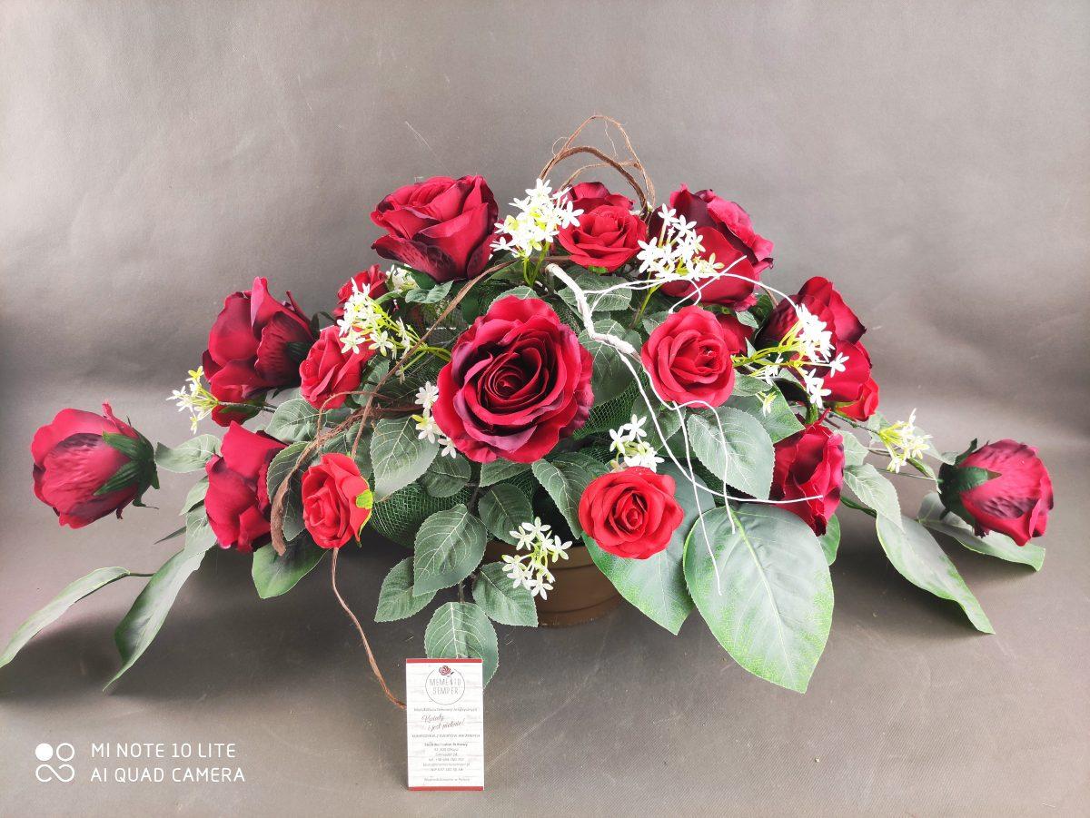stroik na cmentarz, czerwone róże
